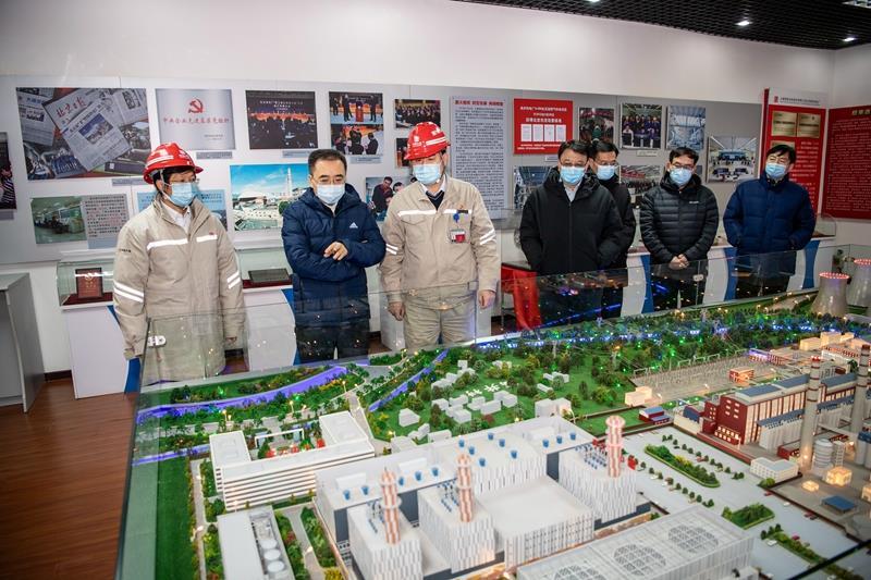邹磊到北京高井热电厂调研检查供热保电情况并慰问一线干部员工